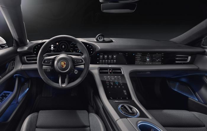 Porsche презентовала свой первый спортивный электромобиль 03