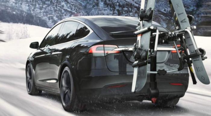 Для стимулирования продаж до конца года Tesla дарит трёхмесячную подписку на автопилот